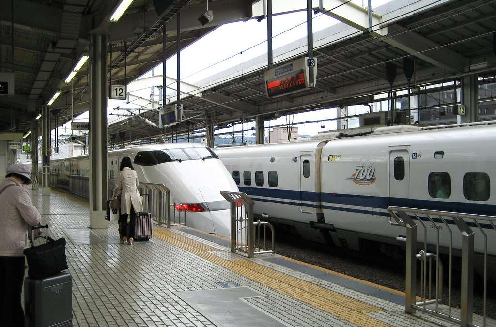 Japan : Waiting for the Shinkansen, Kyoto Station