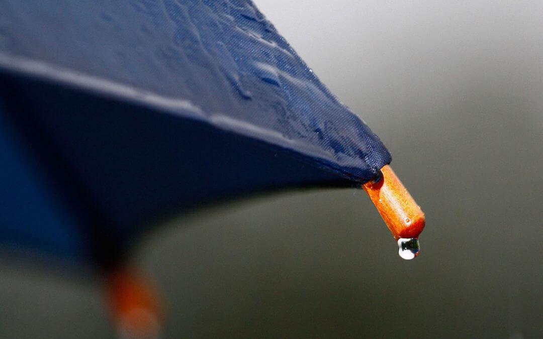Japan : Rain under an umbrella