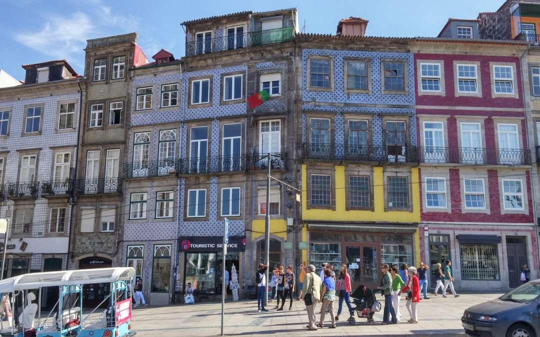 Bustling Street Sounds in Porto